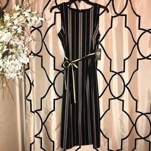 Vince Camuto sleeveless midi dress black and white